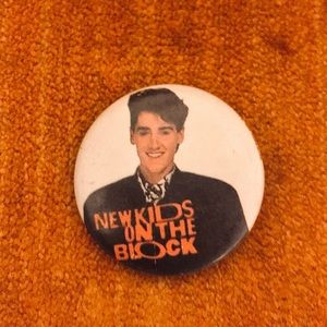 "🖤Vintage ""New Kids on the Block"" Circle Pin 🖤"